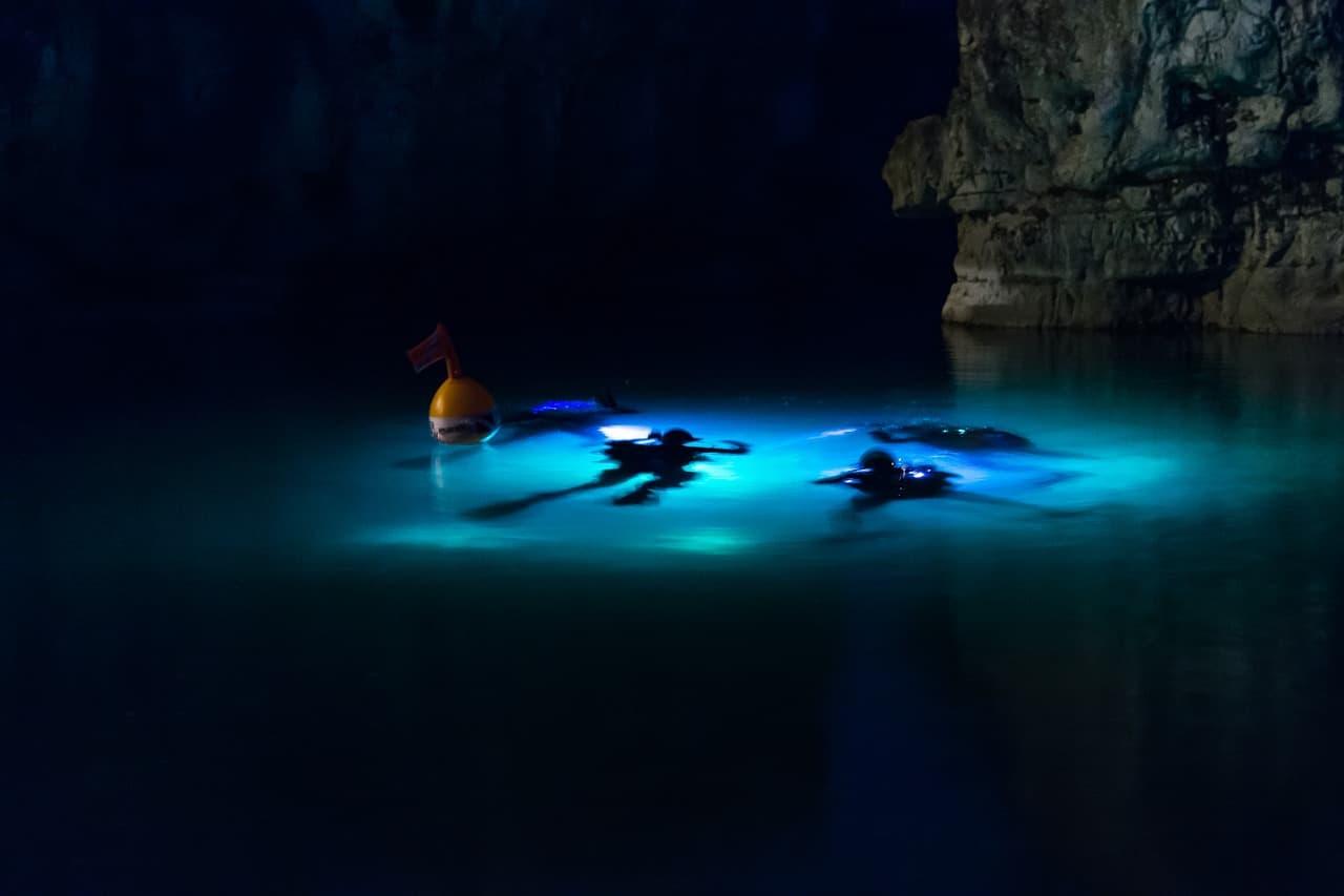Scuba Cave Diving